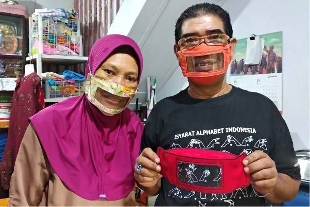 A deaf couple in Indonesia is making see-through masks for the hearing impaired. Photo credit: AFP/ ANDI